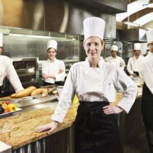 Les cuisinières prêtes pour travailler.